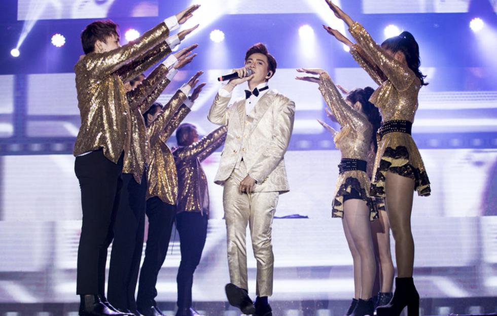 Ngô Kiến Huy vỡ òa với 10.000 khán giả trong live show Truyền thái y - Ảnh 2.