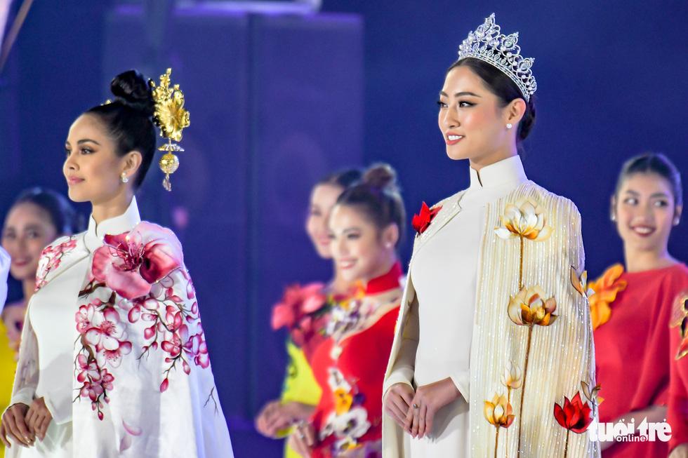 Hoa hồng rực rỡ trên sân khấu festival Hoa Đà Lạt - Ảnh 6.