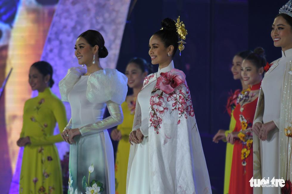 Hoa hồng rực rỡ trên sân khấu festival Hoa Đà Lạt - Ảnh 8.