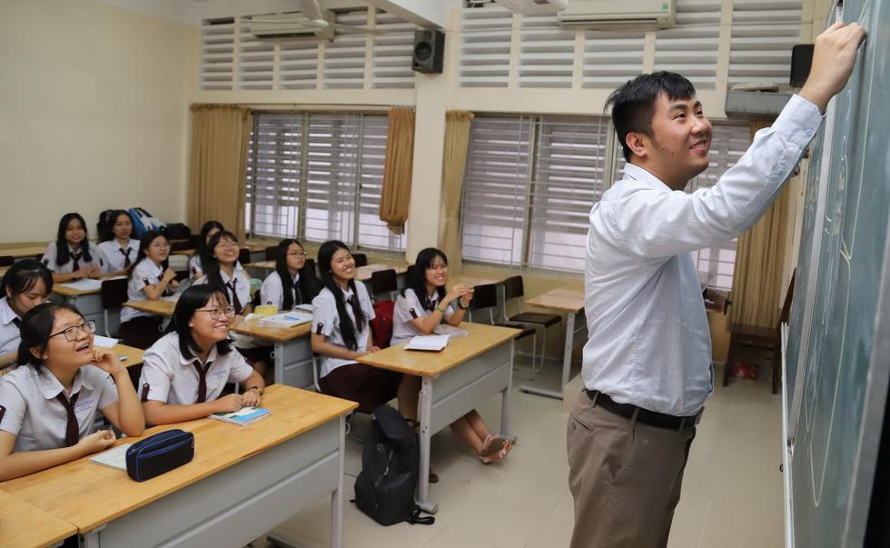 Ngưỡng mộ thầy giáo trẻ Trần Lê Duy - Ảnh 1.