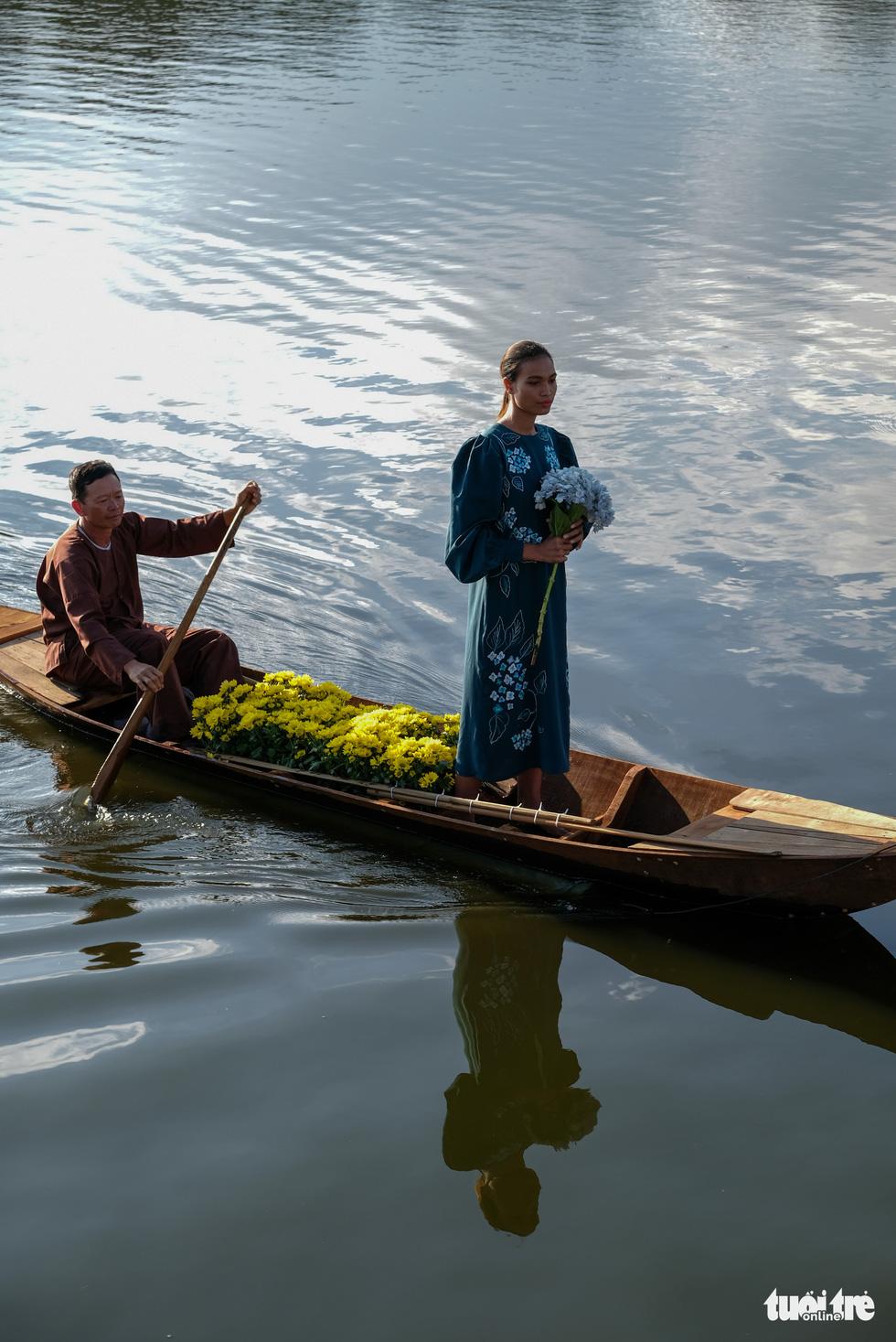 Minh Hạnh viết tình ca tơ lụa Bảo Lộc trên hồ Xuân Hương - Ảnh 6.