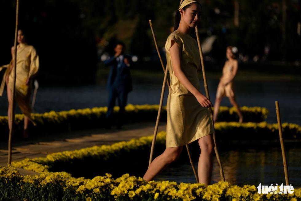 Minh Hạnh viết tình ca tơ lụa Bảo Lộc trên hồ Xuân Hương - Ảnh 10.