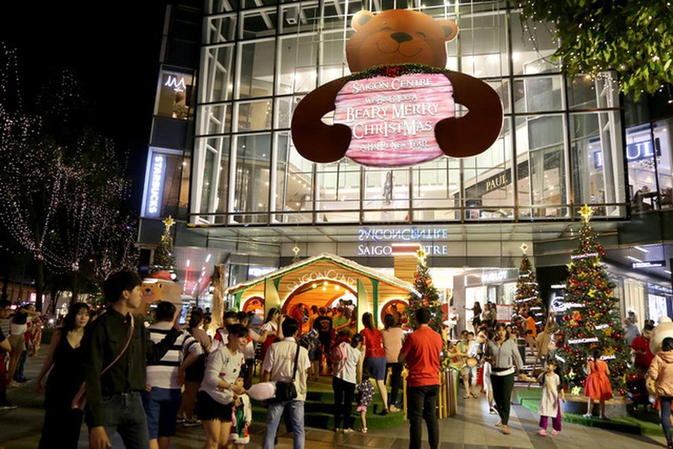Sài Gòn lung linh trước đêm Giáng sinh - Ảnh 8.