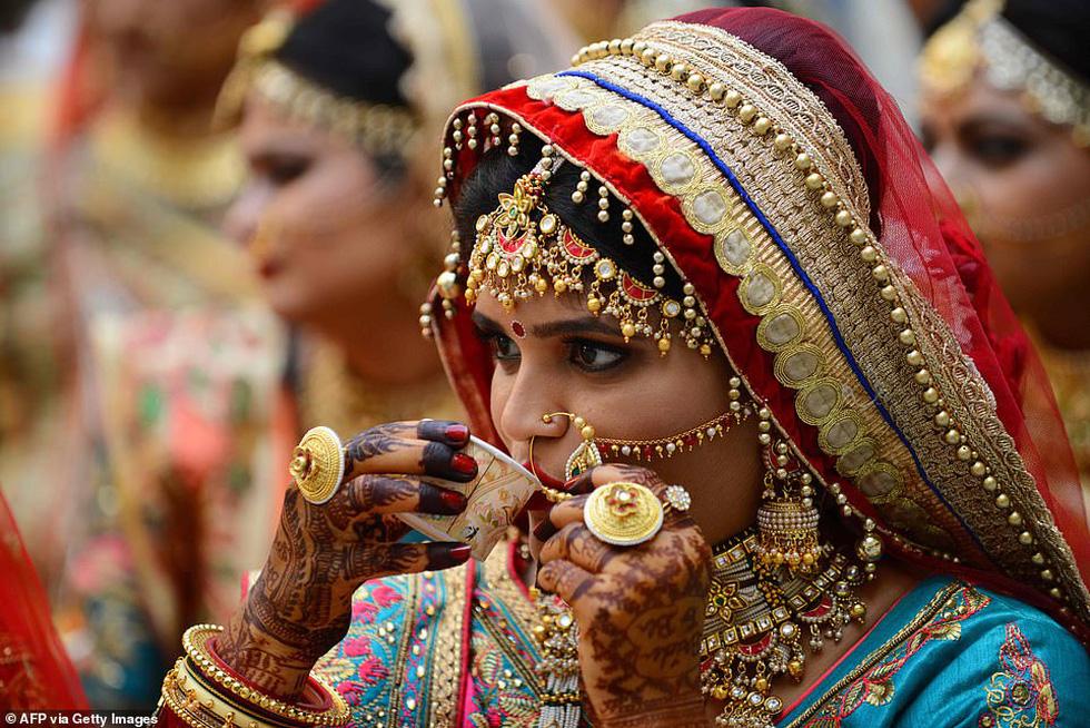 Doanh nhân chi tiền làm đám cưới cho 271 cô dâu mồ côi cha - Ảnh 4.