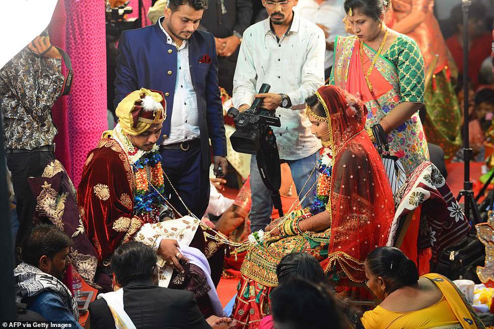 Doanh nhân chi tiền làm đám cưới cho 271 cô dâu mồ côi cha - Ảnh 5.