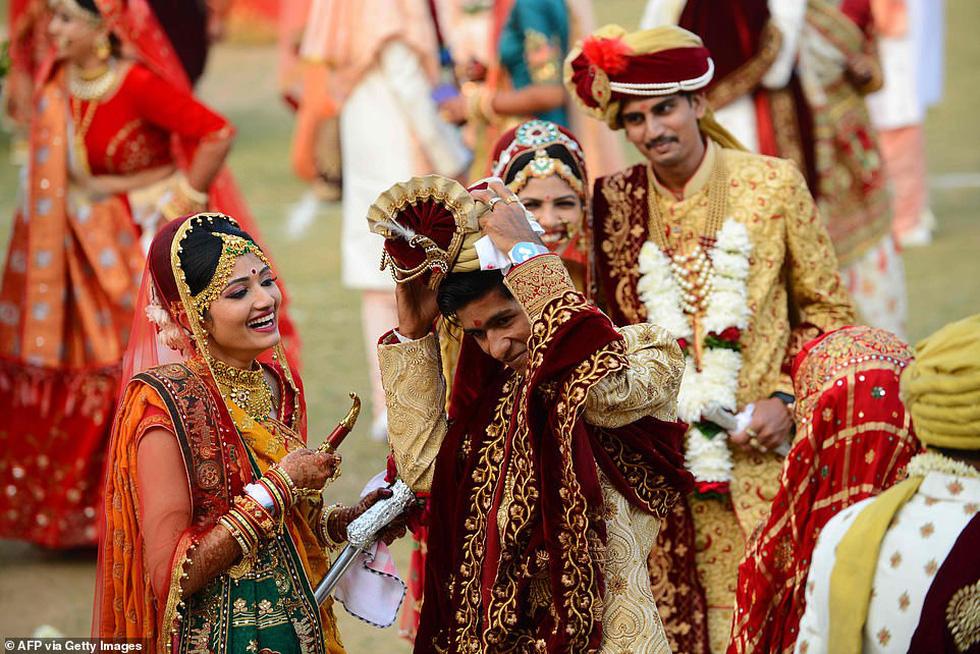 Doanh nhân chi tiền làm đám cưới cho 271 cô dâu mồ côi cha - Ảnh 7.