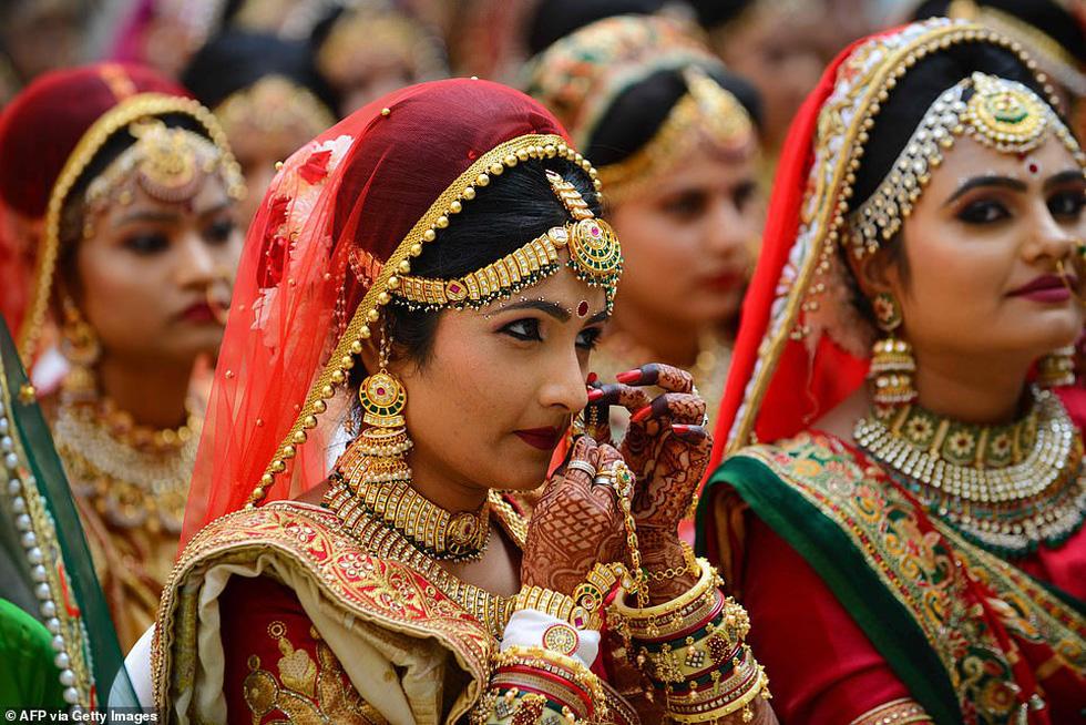 Doanh nhân chi tiền làm đám cưới cho 271 cô dâu mồ côi cha - Ảnh 3.