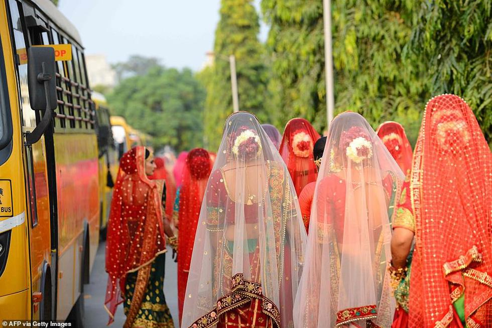 Doanh nhân chi tiền làm đám cưới cho 271 cô dâu mồ côi cha - Ảnh 10.
