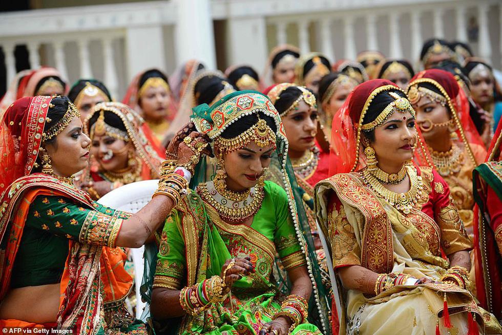 Doanh nhân chi tiền làm đám cưới cho 271 cô dâu mồ côi cha - Ảnh 8.