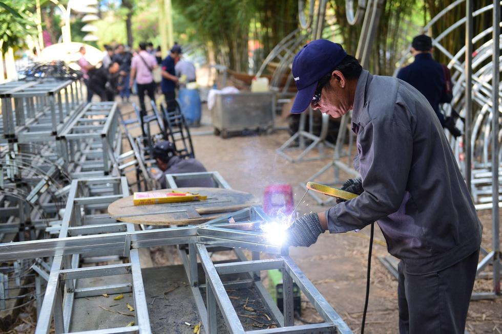 Chuột chèo thuyền, chơi đàn... tại đường hoa Nguyễn Huệ Tết Canh Tý - Ảnh 6.