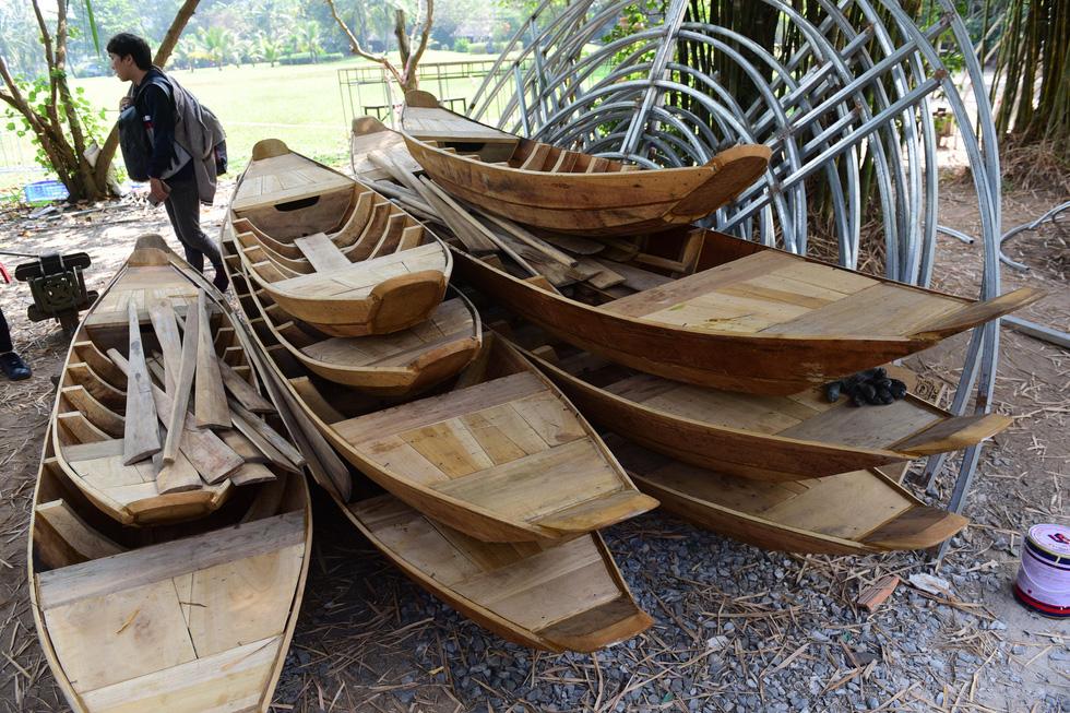 Chuột chèo thuyền, chơi đàn... tại đường hoa Nguyễn Huệ Tết Canh Tý - Ảnh 5.