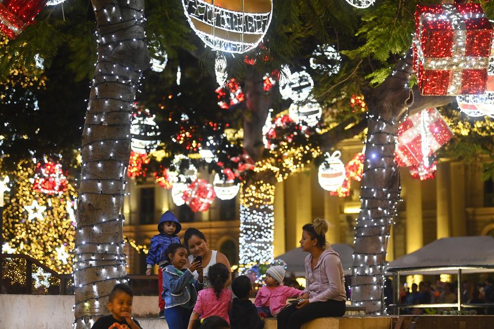 Chùm ảnh: Giáng sinh ấm áp vòng quanh thế giới - Ảnh 7.