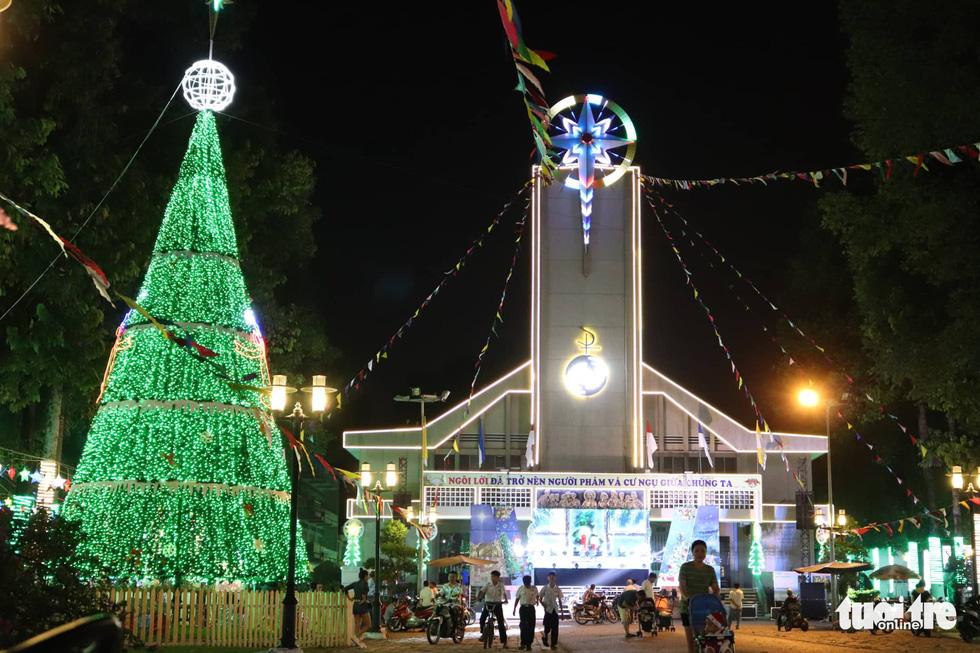 Xóm đạo Sài Gòn lung linh trong Giáng sinh - Ảnh 4.