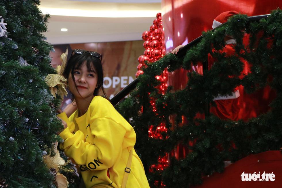 Xóm đạo Sài Gòn lung linh trong Giáng sinh - Ảnh 14.