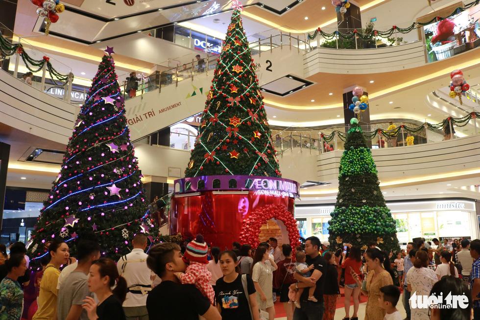 Xóm đạo Sài Gòn lung linh trong Giáng sinh - Ảnh 13.