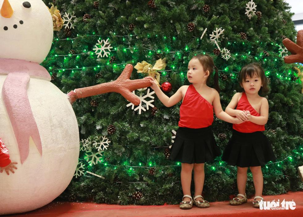 Xóm đạo Sài Gòn lung linh trong Giáng sinh - Ảnh 7.