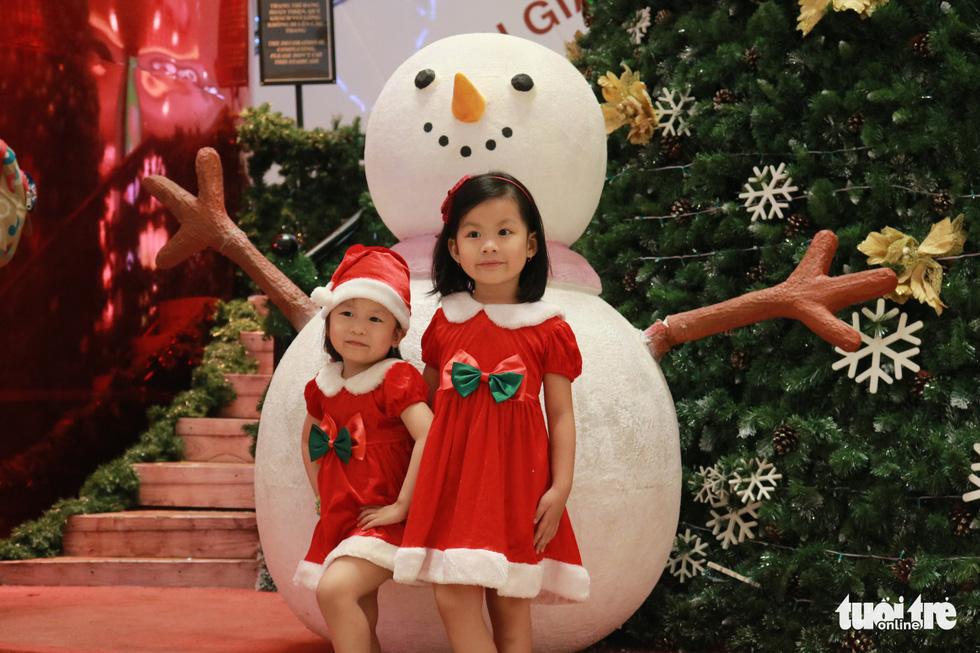 Xóm đạo Sài Gòn lung linh trong Giáng sinh - Ảnh 11.