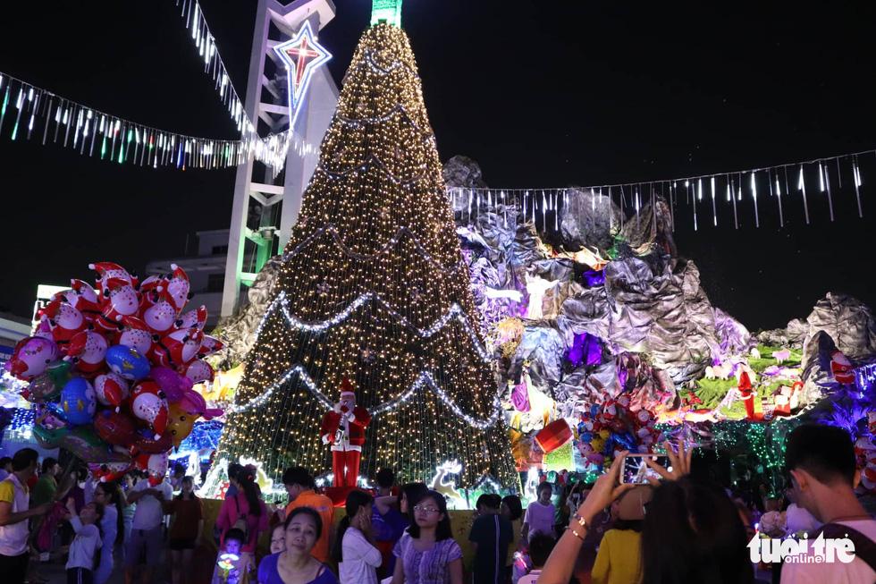 Xóm đạo Sài Gòn lung linh trong Giáng sinh - Ảnh 5.