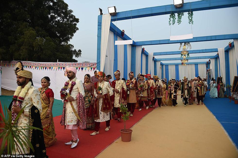 Doanh nhân chi tiền làm đám cưới cho 271 cô dâu mồ côi cha - Ảnh 9.