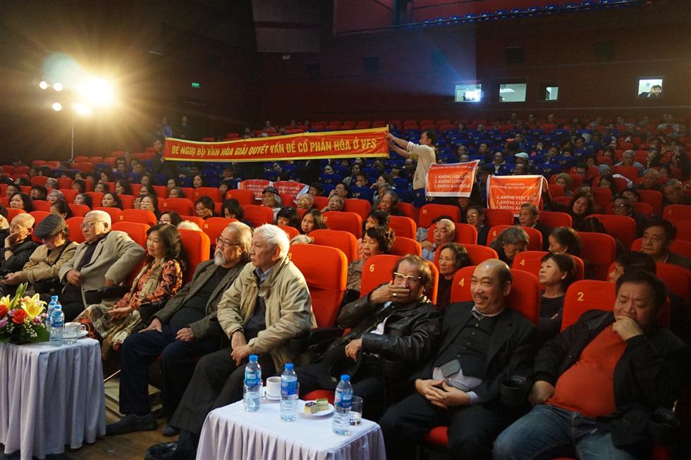 Nghệ sĩ Hãng phim truyện Việt Nam giăng băngrôn đòi giải quyết cổ phần hóa - Ảnh 4.