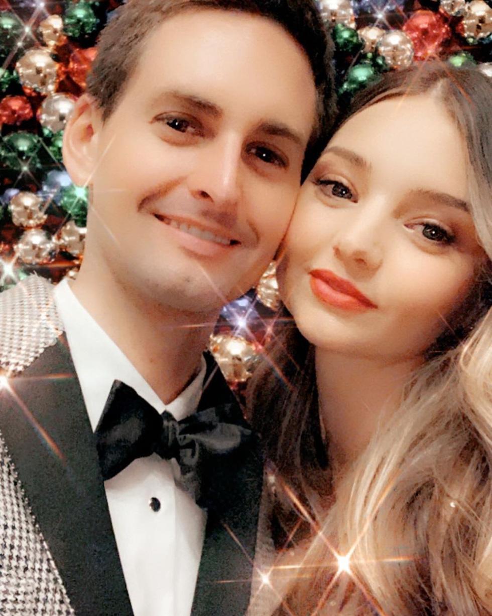 Giáng sinh 2019 rộn rã với các ngôi sao trên khắp thế giới - Ảnh 6.
