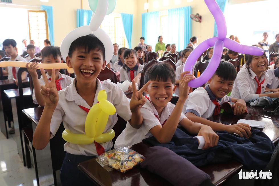 Cây mùa xuân 2019 vui tết  với học sinh ở Tây Ninh - Ảnh 1.