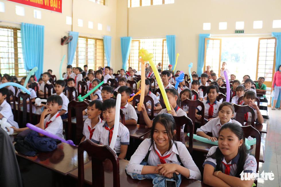 Cây mùa xuân 2019 vui tết  với học sinh ở Tây Ninh - Ảnh 2.