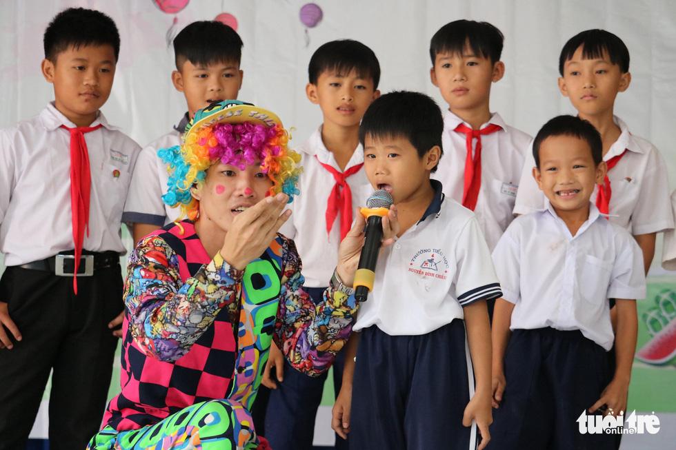 Cây mùa xuân 2019 vui tết  với học sinh ở Tây Ninh - Ảnh 5.