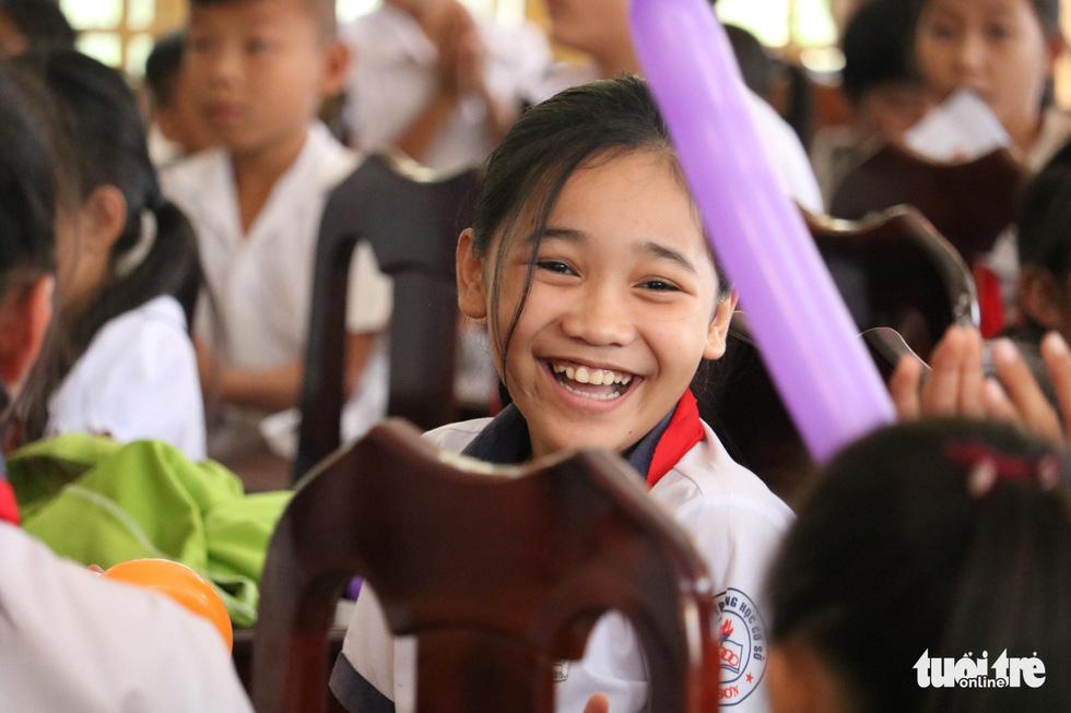 Cây mùa xuân 2019 vui tết  với học sinh ở Tây Ninh - Ảnh 6.