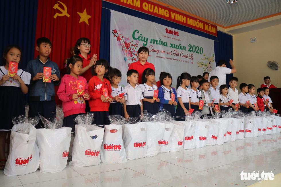 Cây mùa xuân 2019 vui tết  với học sinh ở Tây Ninh - Ảnh 9.