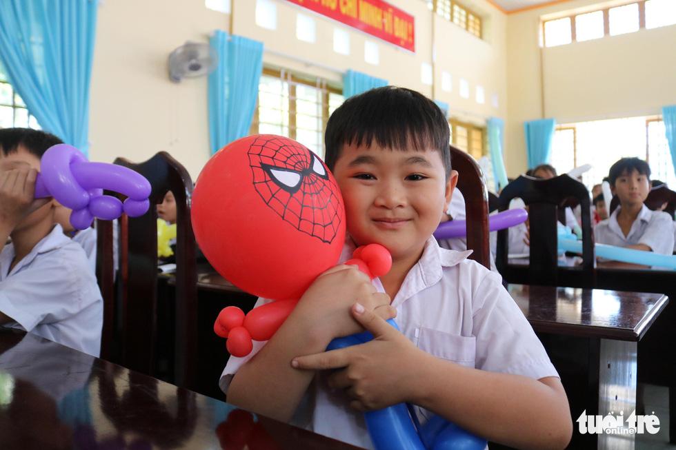 Cây mùa xuân 2019 vui tết  với học sinh ở Tây Ninh - Ảnh 7.