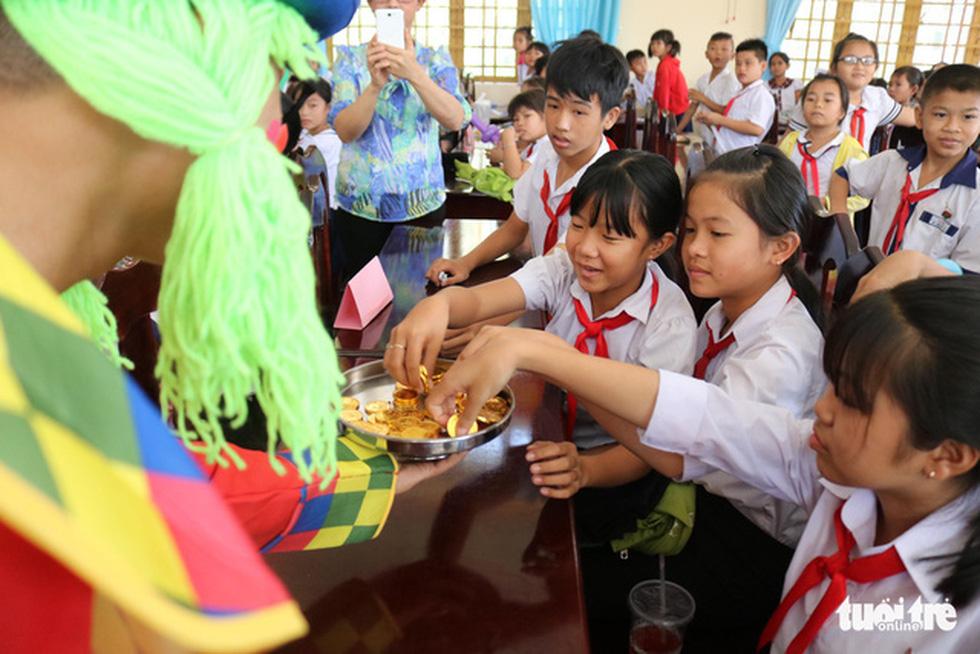 Cây mùa xuân 2019 vui tết  với học sinh ở Tây Ninh - Ảnh 3.