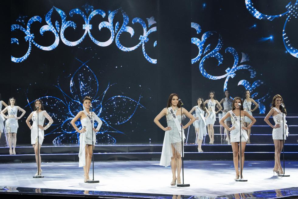 45 thí sinh Hoa hậu Hoàn vũ Việt Nam 2019 nóng bỏng trình diễn bikini - Ảnh 2.