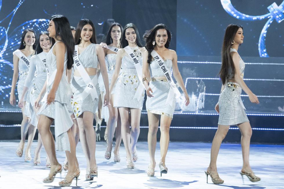 45 thí sinh Hoa hậu Hoàn vũ Việt Nam 2019 nóng bỏng trình diễn bikini - Ảnh 1.