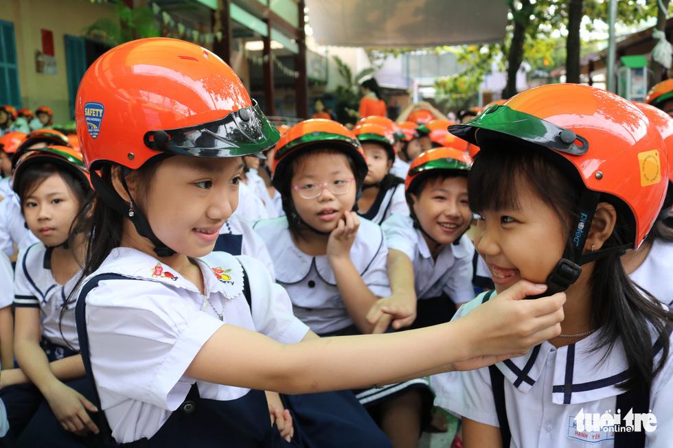 Phát động chiến dịch Đội mũ cho con - Ảnh 4.