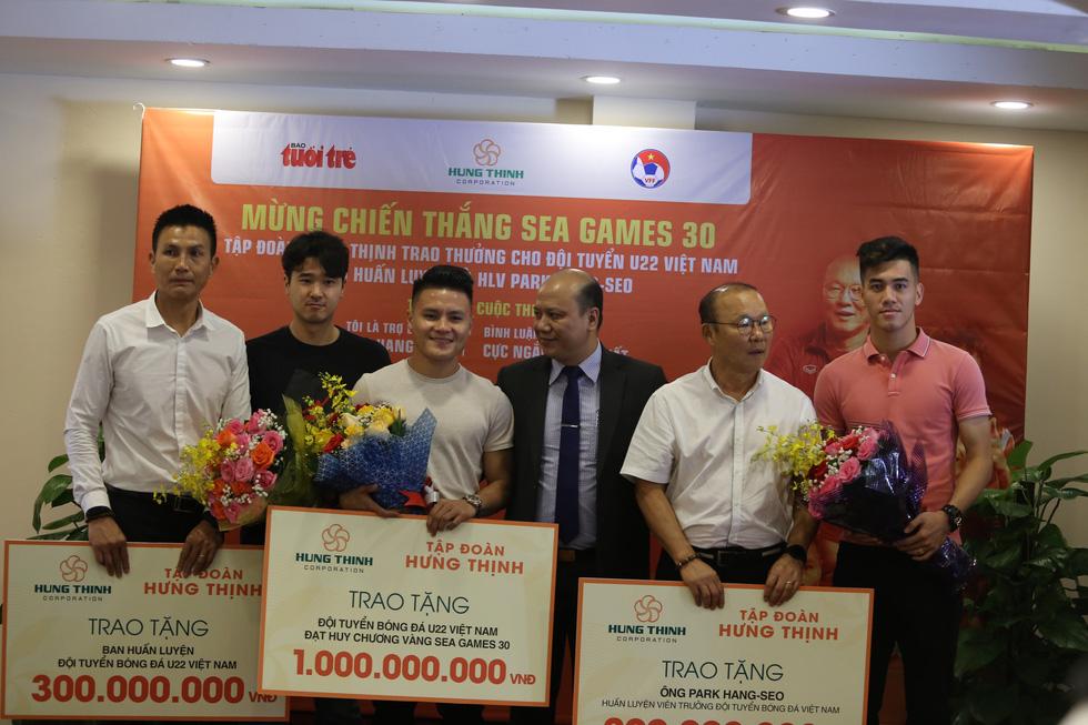 HLV Park Hang Seo trao giải cho bạn đọc báo Tuổi Trẻ - Ảnh 9.