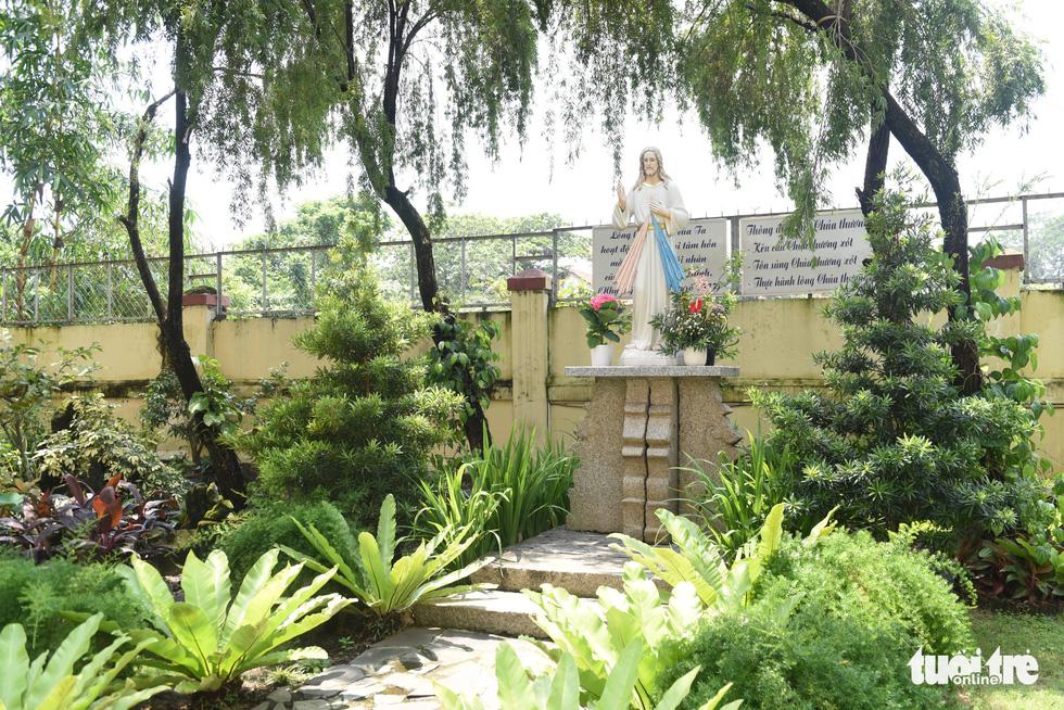 Ngắm hai công trình Công giáo cổ ở Thủ Thiêm vừa được công nhận di tích - Ảnh 8.