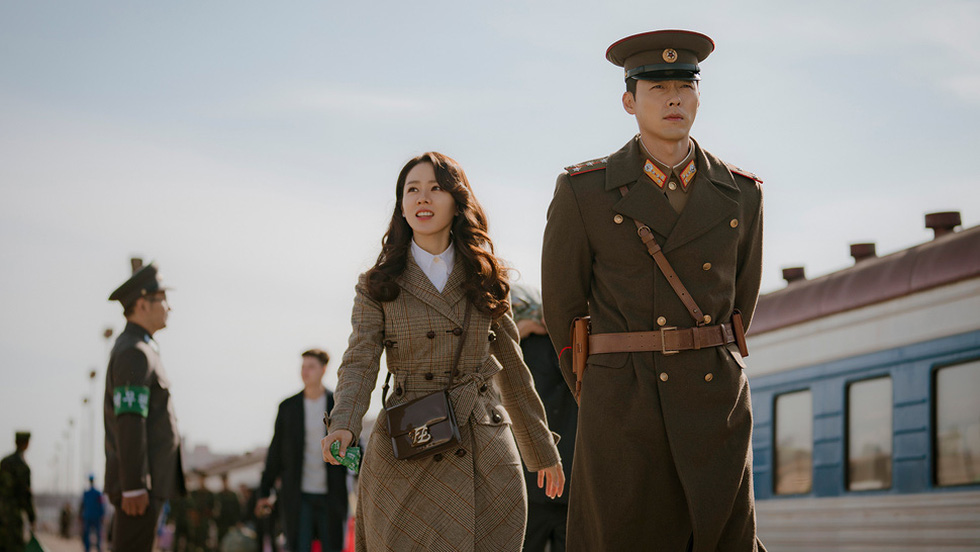 Crash Landing on You: Tình xuyên biên giới của Son Ye Jin và Hyun Bin - Ảnh 2.