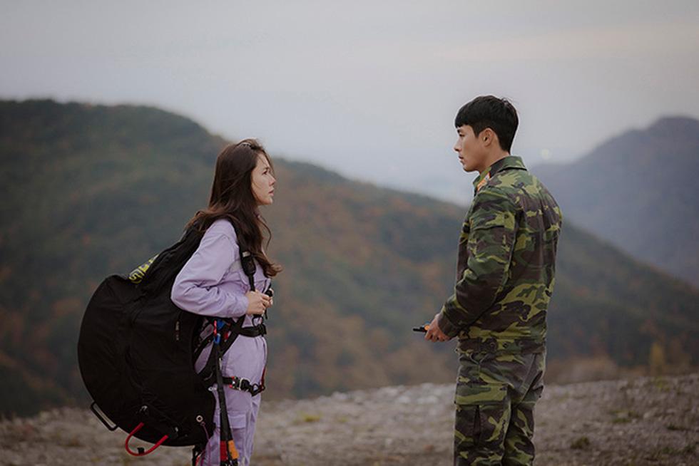 Crash Landing on You: Tình xuyên biên giới của Son Ye Jin và Hyun Bin - Ảnh 11.