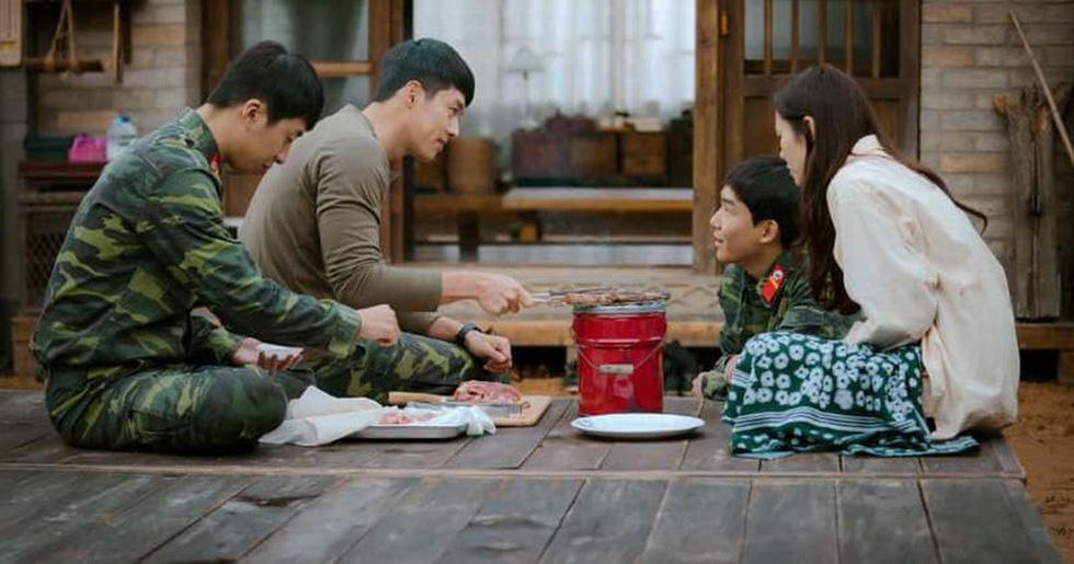 Crash Landing on You: Tình xuyên biên giới của Son Ye Jin và Hyun Bin - Ảnh 12.