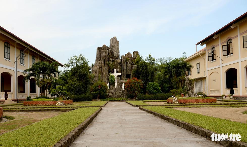 Ngắm hai công trình Công giáo cổ ở Thủ Thiêm vừa được công nhận di tích - Ảnh 17.