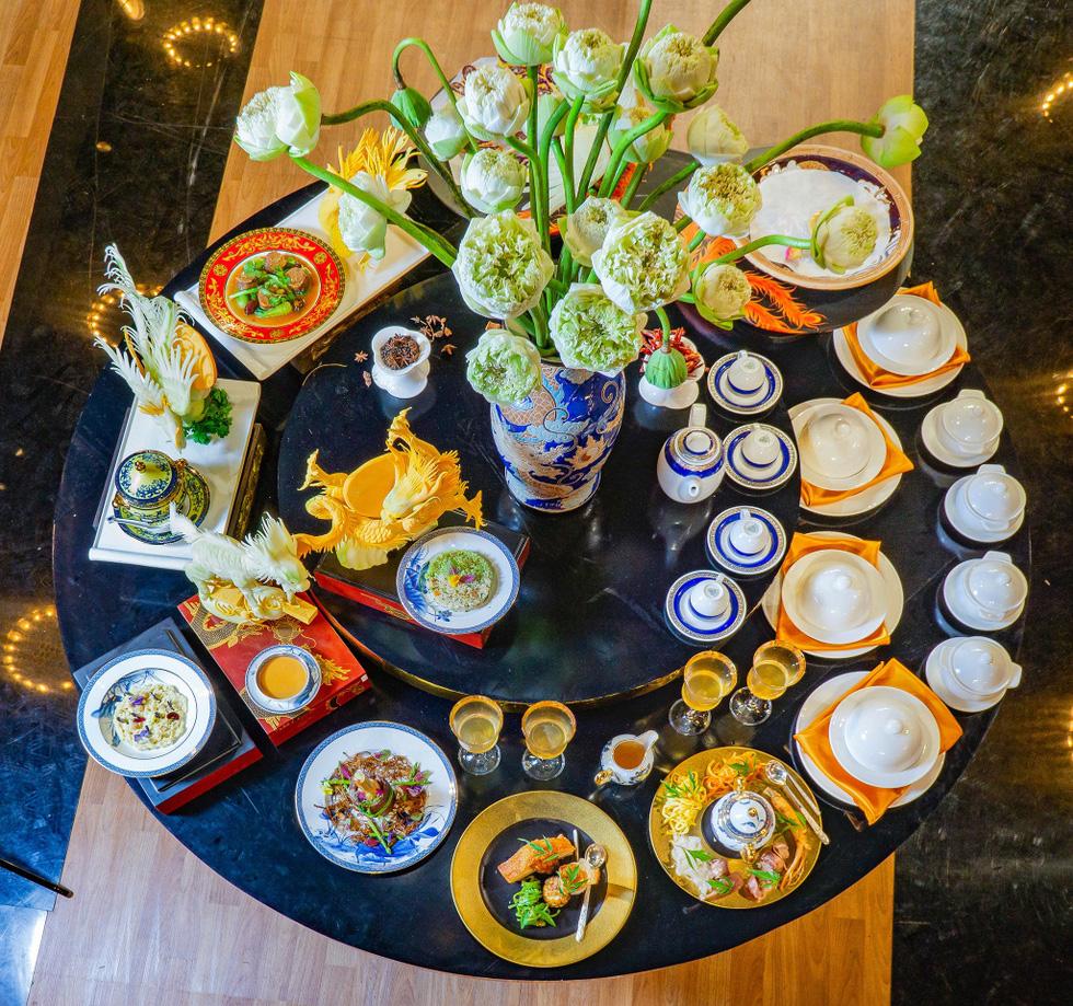 Ngắm những món ăn cung đình sang chảnh của đầu bếp Top Chef Vietnam - Ảnh 1.