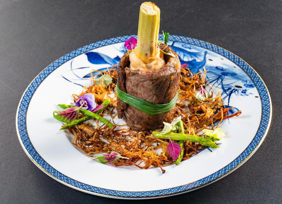 Ngắm những món ăn cung đình sang chảnh của đầu bếp Top Chef Vietnam - Ảnh 4.