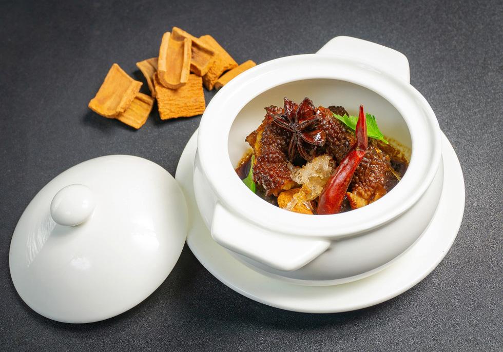 Ngắm những món ăn cung đình sang chảnh của đầu bếp Top Chef Vietnam - Ảnh 7.