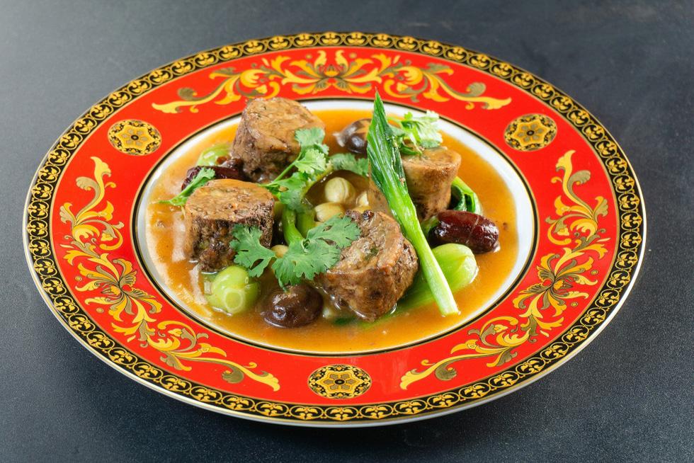 Ngắm những món ăn cung đình sang chảnh của đầu bếp Top Chef Vietnam - Ảnh 5.