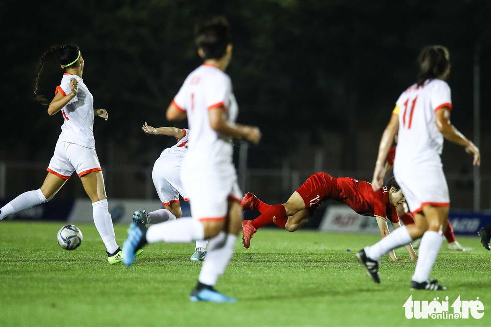 Hồi sức cho các tuyển thủ nữ Việt Nam sau trận thắng Philippines - Ảnh 3.