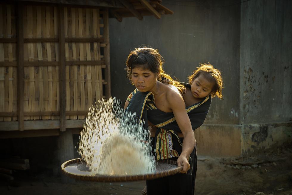 Ngắm những khoảnh khắc yêu thương gia đình ở khắp nẻo Việt Nam - Ảnh 4.