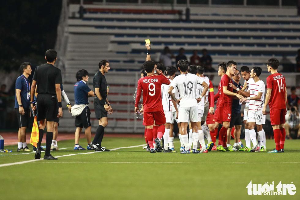 Ông Park nhận thẻ vàng vì bênh học trò xong vẫn dí dỏm - Ảnh 4.