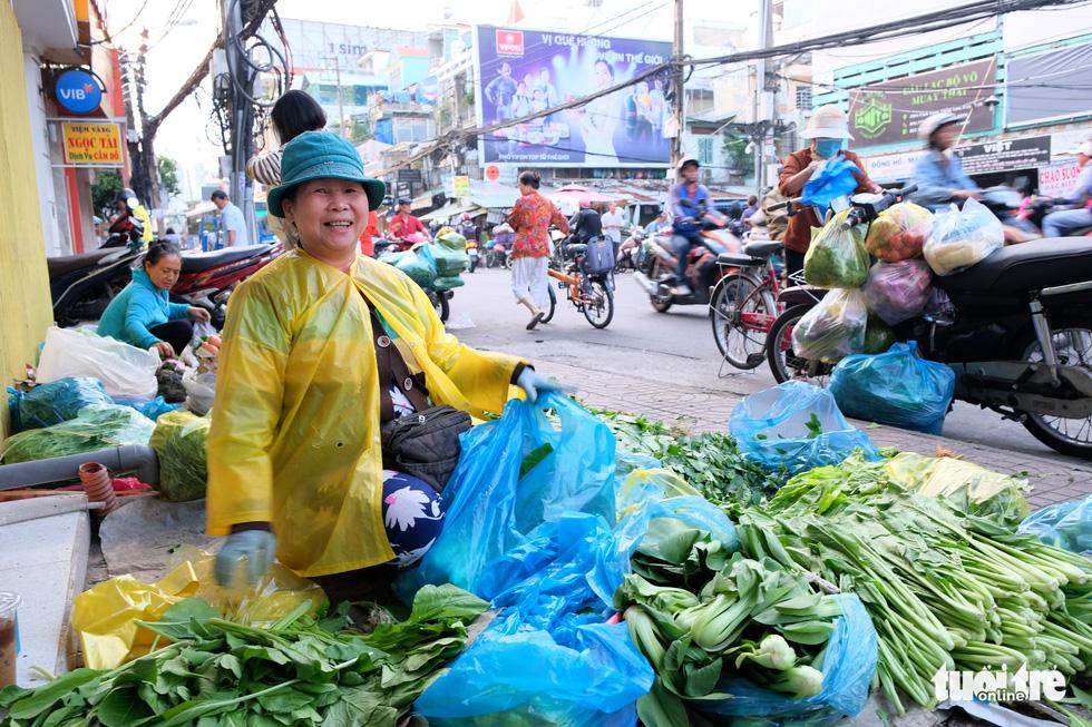 Mưu sinh trong đêm lạnh Sài Gòn - Ảnh 9.