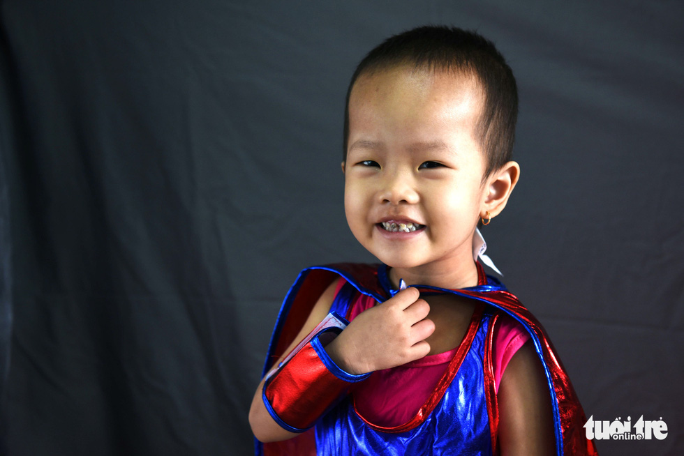 Hàng chục chiến binh, siêu anh hùng... xuất hiện trong bệnh viện - Ảnh 5.